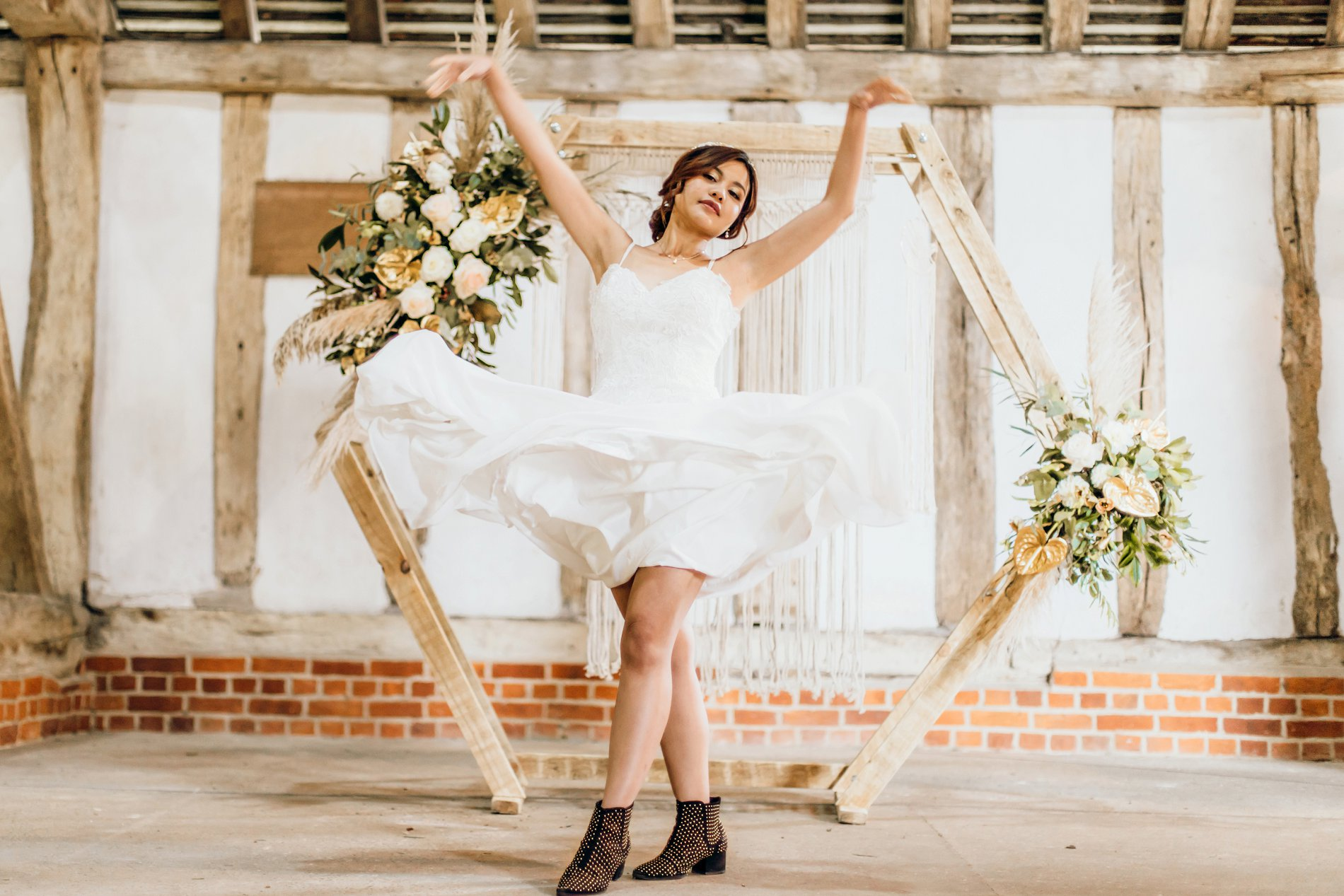 A Golden Boho Wedding Shoot at Cressing Temple Barns (c) Kate Boston Photography (27)