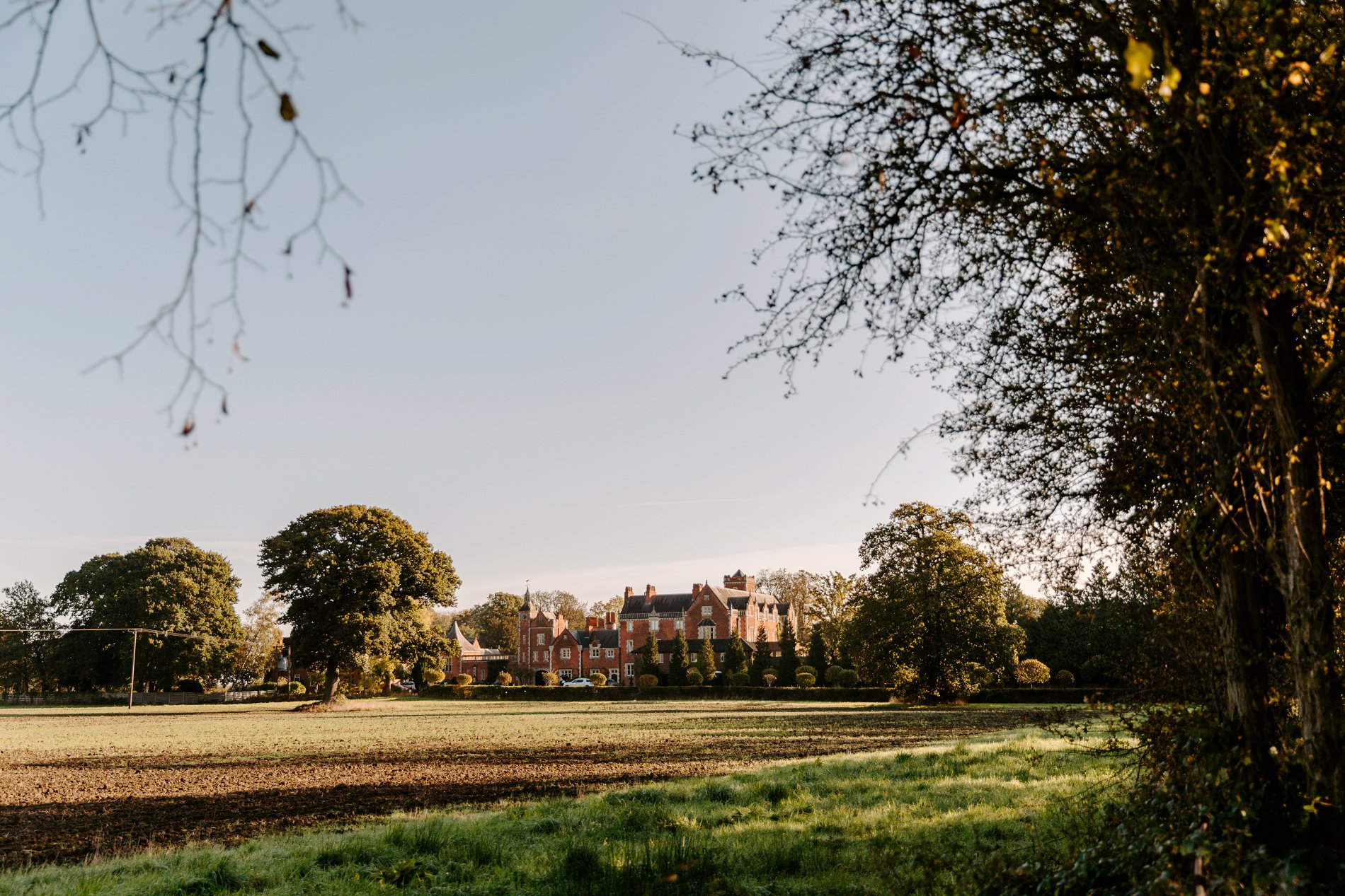 An Elegant White Wedding at Thicket Priory (c) Carla Whittingham Photography (1)